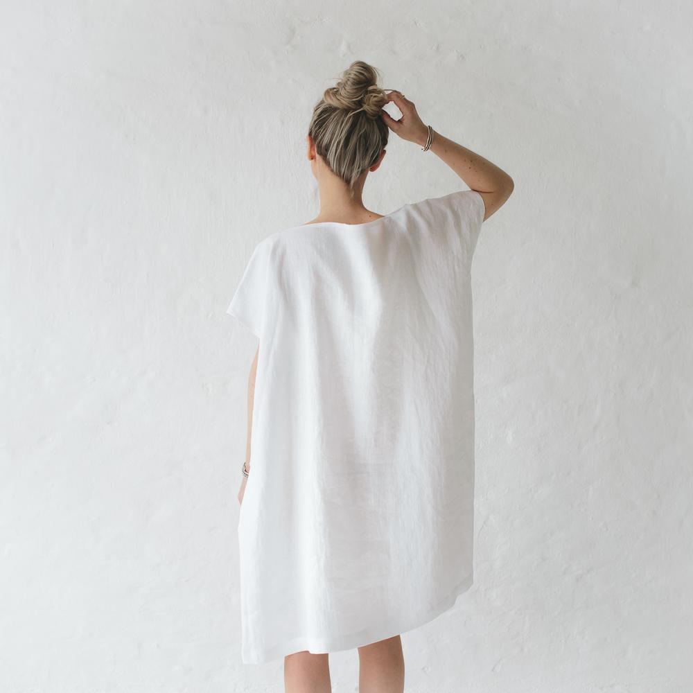 a6e23b388a5b76 lniana prosta sukienka biała
